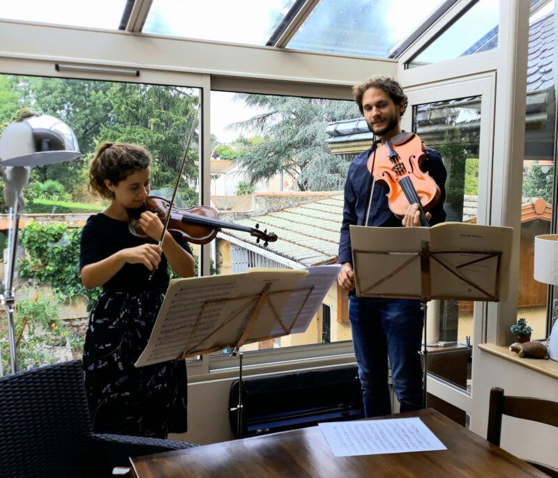 Duo Stellina speelt een huiskamerconcert